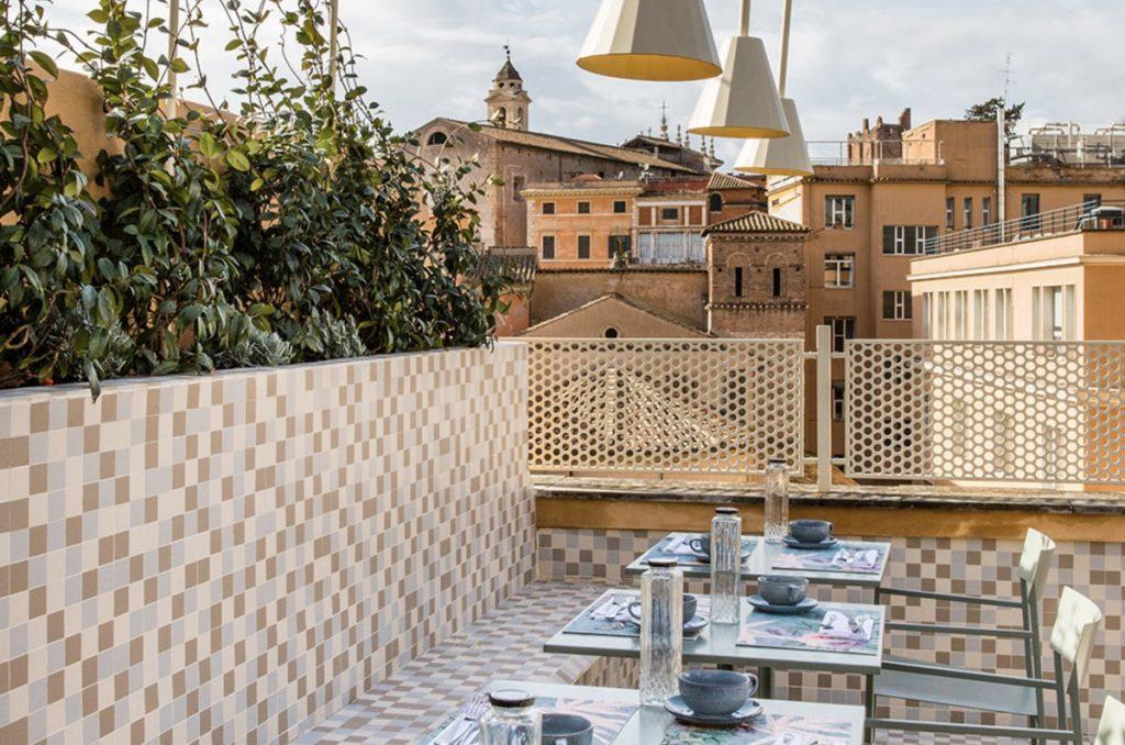 terrazzo di albergo a Roma con vista sulla città